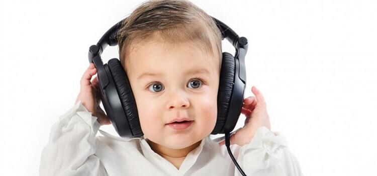baby listening music