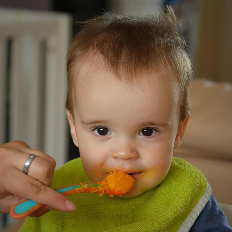 kid eats